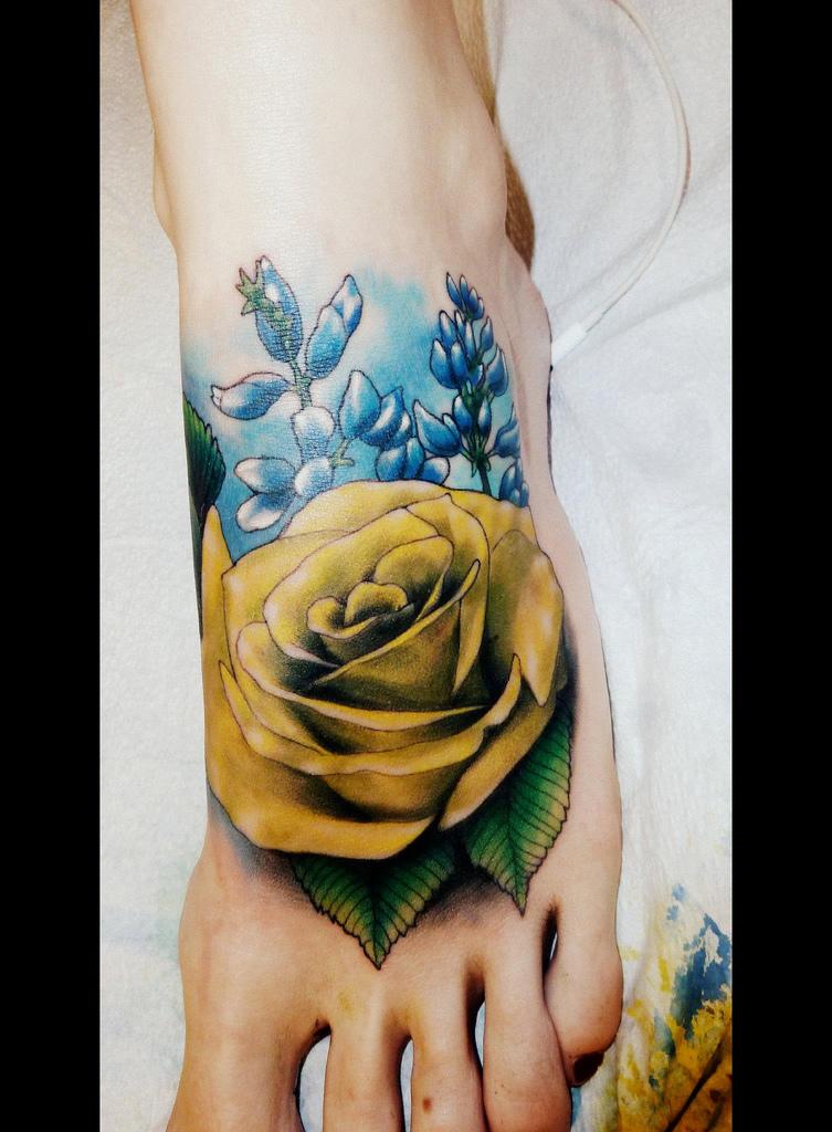 推荐一款霸气潮流的脚背玫瑰花纹身图案