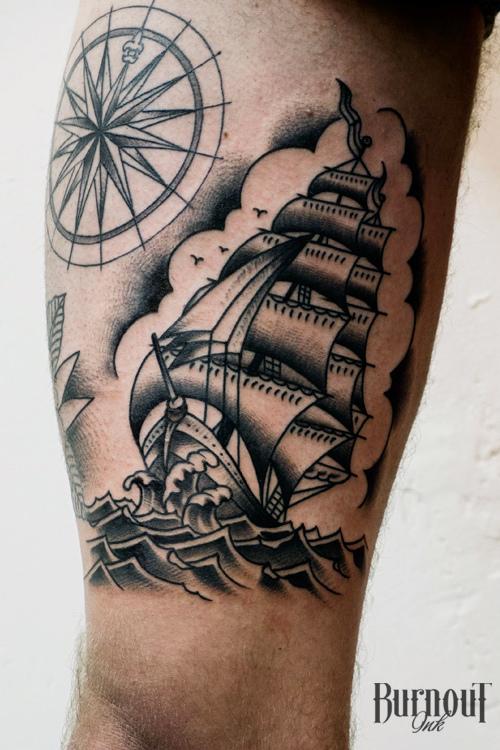 推荐一款时尚经典的帆船纹身图案