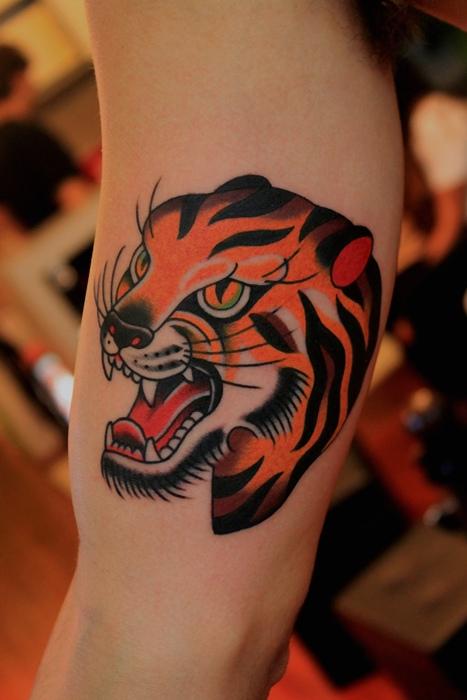 推荐一款欧美时尚虎头纹身图案