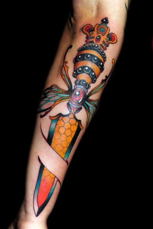 分享一款小臂时尚的匕首纹身图案