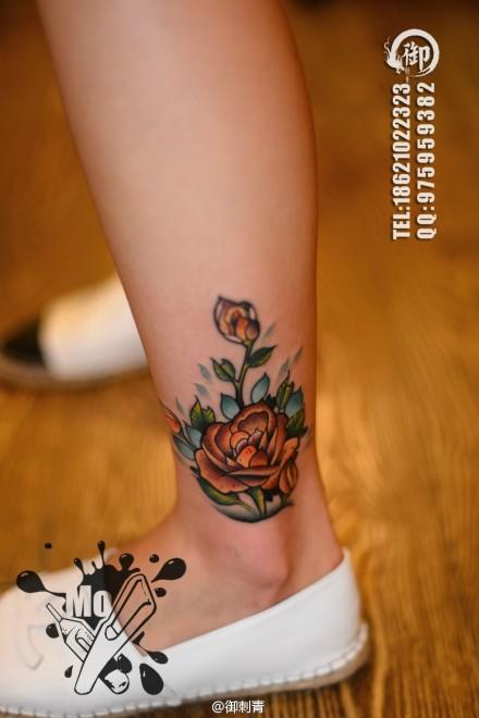 腿部唯美精美的玫瑰花纹身图案图片