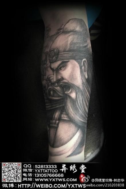 手臂很酷霸气的关公纹身图案