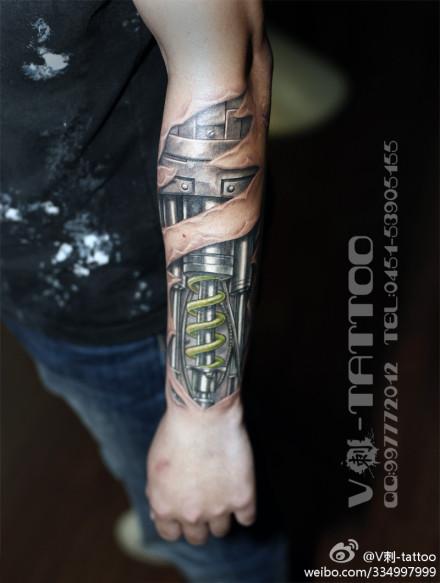 手臂很酷经典的机械臂纹身图案