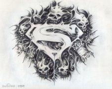 男人腹部经典的黑白松树纹身图案图片