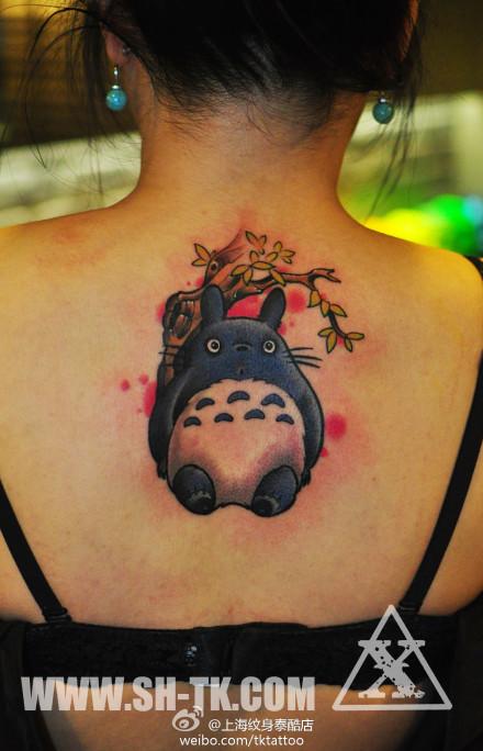 女生后背可爱很萌的龙猫纹身图案