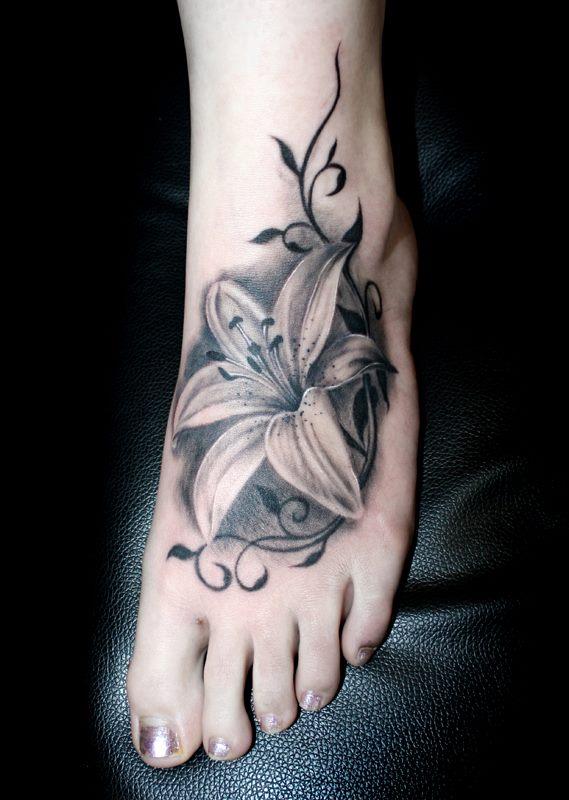 脚背唯美经典的百合花纹身图案