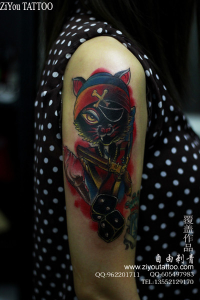 手臂超帅很酷的一款海盗猫咪纹身图案