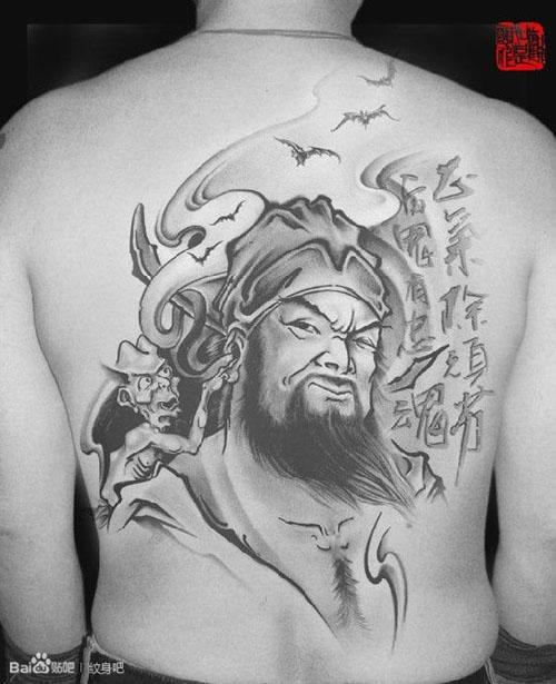后背经典很帅的一款钟馗纹身图案