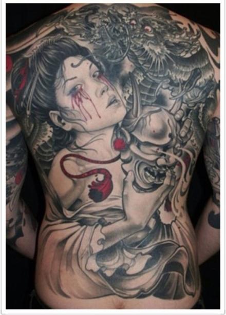 后背时尚漂亮的艺妓纹身图案