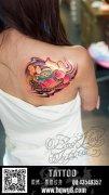 美女肩胛骨一款个性时尚的莲花佛珠纹身图案