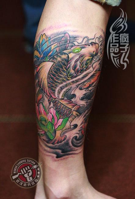 纹身图案 鲤鱼包大腿纹身手稿 > 武汉老兵纹身店打造的小花腿鲤鱼图片