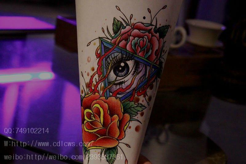 一款潮流唯美的眼睛玫瑰花纹身图案图片