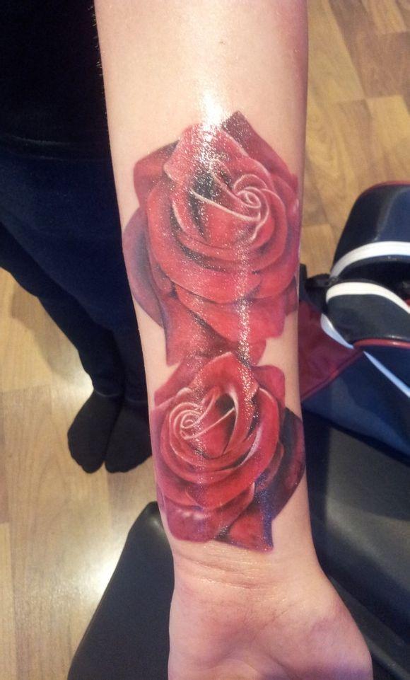 时尚个性的小臂玫瑰花纹身图案图片