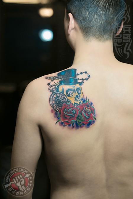 武汉最好纹身店打造的遮盖作品--背部骷髅玫瑰纹身