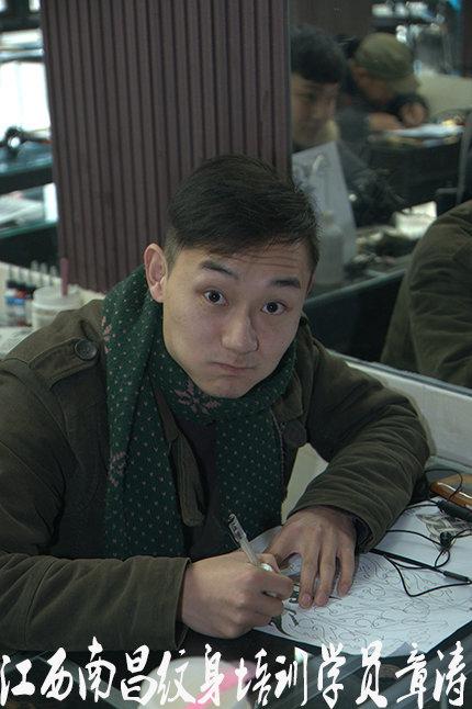 江西刺青培训学员章涛纹身培训中