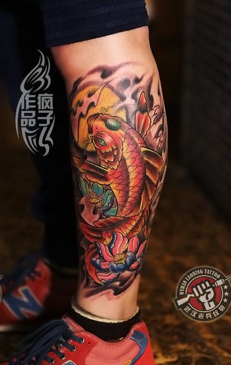 武汉最好纹身店打造的腿部鲤鱼纹身作品图片