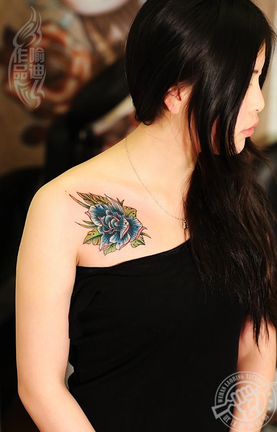 武汉最好纹身店打造的锁骨school玫瑰纹身作品