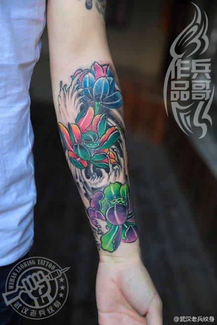 武汉最好纹身店打造的遮盖作品--手臂莲花纹身作品