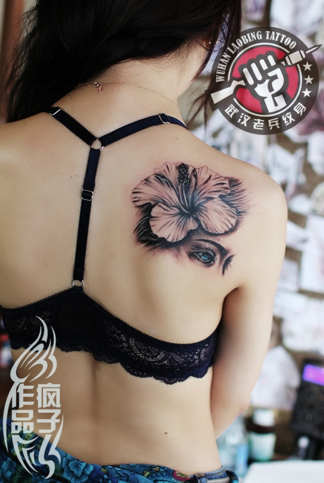 武汉最好纹身店打造的遮盖胎记--美女百合纹身图片