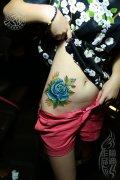 武汉最好纹身店打造的遮盖旧图--腹部SCHOOL玫瑰纹身