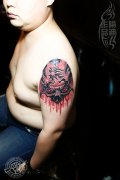 武汉最好纹身店打造的大臂3D骷髅纹身作品
