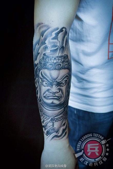 武汉最好纹身店打造的小花臂不动明王纹身作品图片