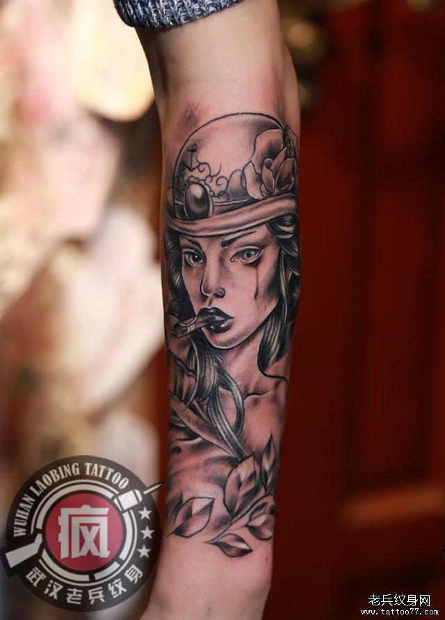 手臂欧美女郎纹身图案作品图片
