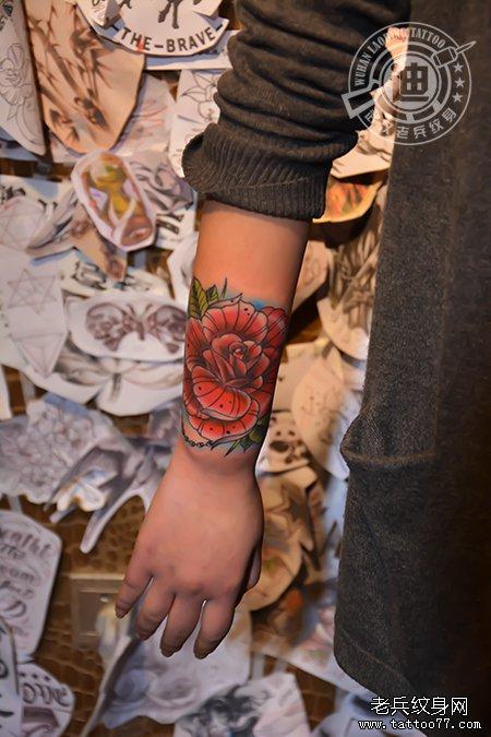 遮盖失败纹身:手臂玫瑰纹身图案作品