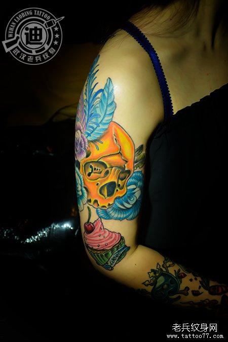花臂妹纸的骷髅纹身冰淇淋纹身图案作品图片