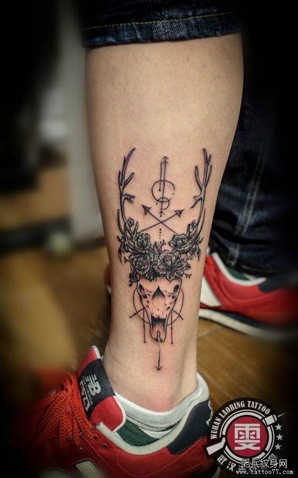 脚踝鹿头纹身图案作品