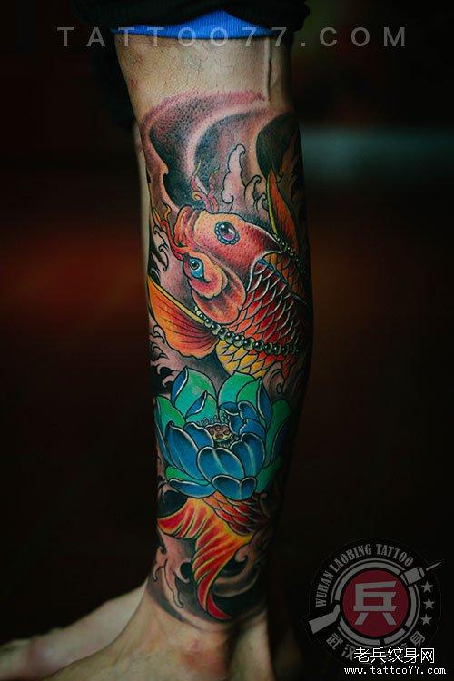 小花腿鲤鱼纹身图案作品