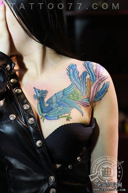 美女胸部凤凰纹身图案作品 竖