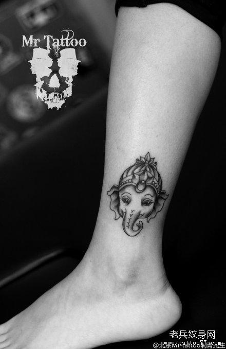 脚腕点刺小可爱象神纹身图案