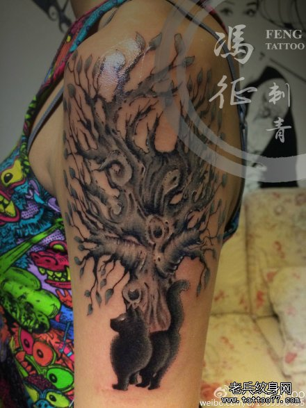 胳膊点刺黑白简单树纹身图案