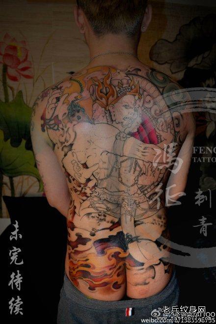 背部点刺彩色金刚纹身图案图片