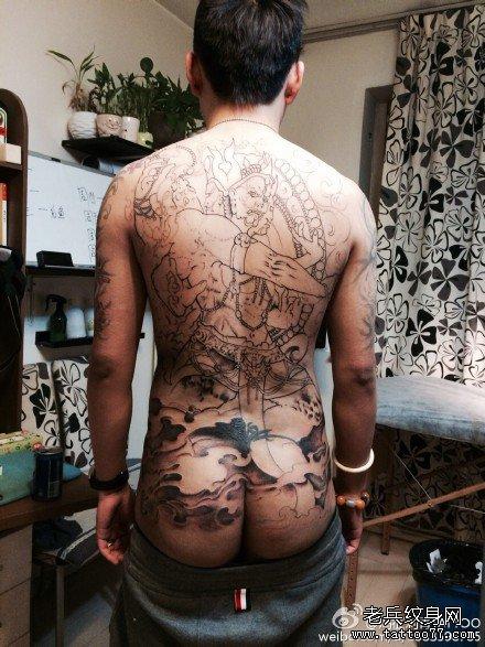 背部点刺霸气金刚纹身图案