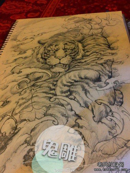 霸气黑白单色素描老虎纹身图案
