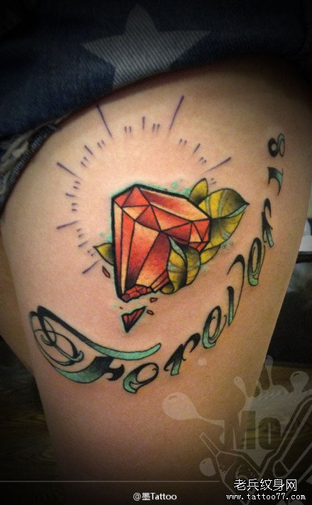 腿部彩色红宝石纹身图案