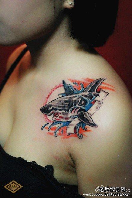 鲨鱼胸口纹身图案
