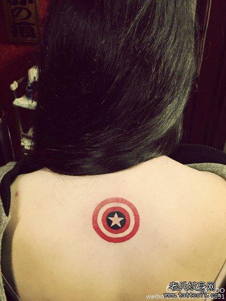 美国队长背后纹身图案图片