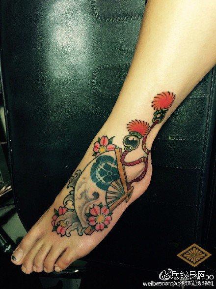 美女手部潮流唯美的蕾丝纹身图案