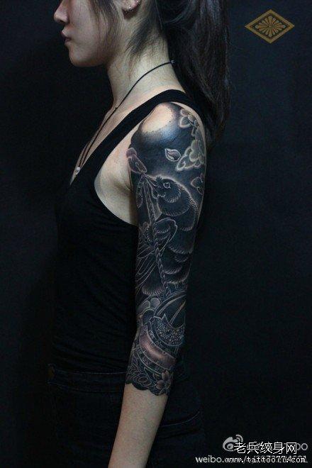 黑乌鸦手臂纹身图案图片