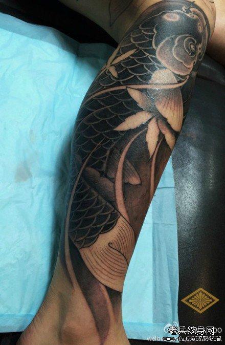 小腿纹身鱼图案_