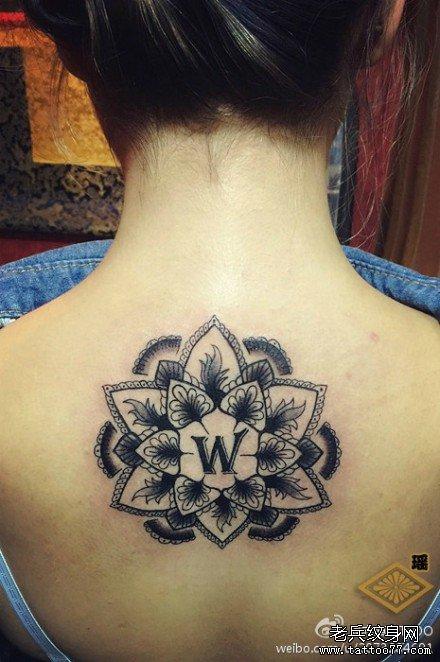 曼陀罗后背纹身图案