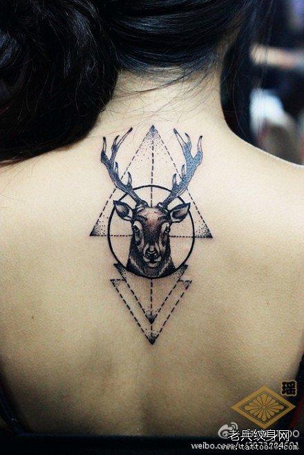 血妖牙背部纹身图案