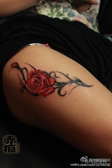 花腿部纹身图案