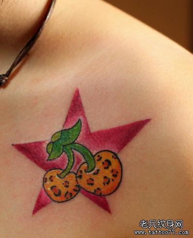 樱桃胸部纹身图案