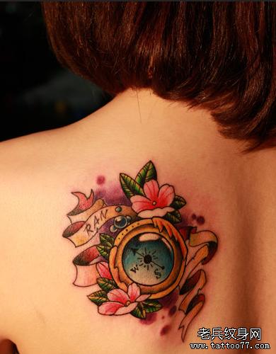 指南针后背纹身图案高清图片
