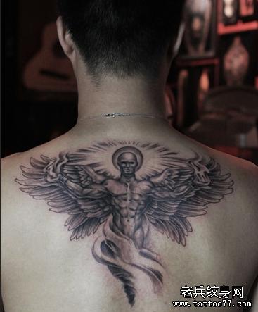 守护天使后背纹身图案