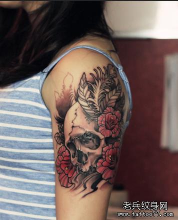 花骷髅胳膊纹身图案